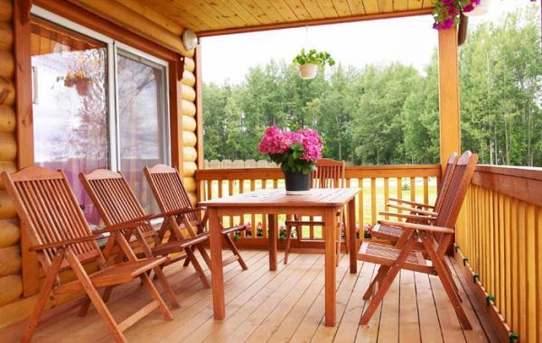 Варіант облаштування відкритої дерев'яної тераси